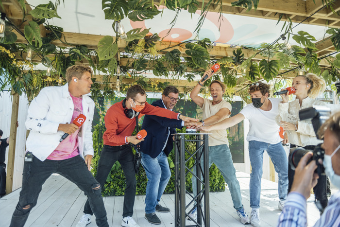 Qmusic opent het Q-Beach House in Oostende en viert 200% zomer