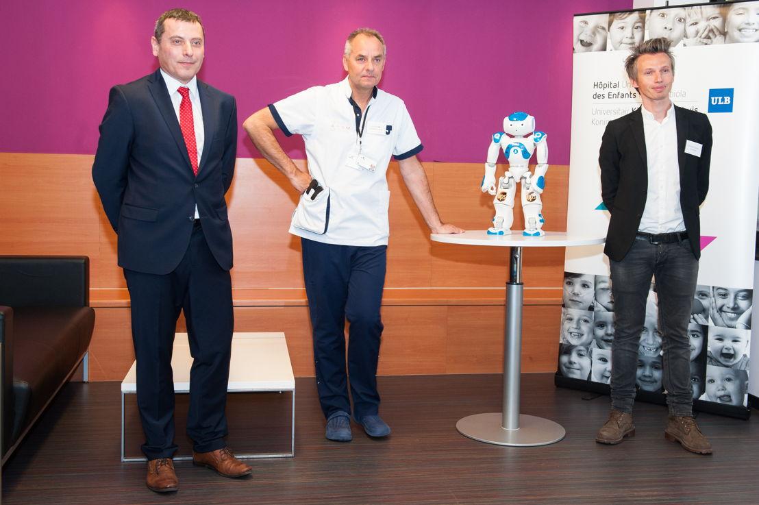 Karl Haberkorn, Managing Director UPS Belgium - Jan Foubert, Directeur van het verpleegkundig departement en Raphaël Tassar, Zora Bots