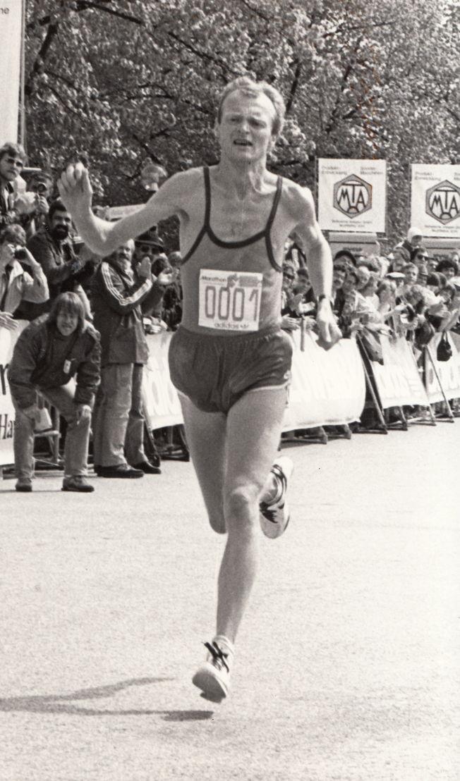 Kjell-Erik Stahl beim Sieg des 1. MÜNCHEN MARATHON 1983 (aus dem Laufmagazin SPIRIDON)