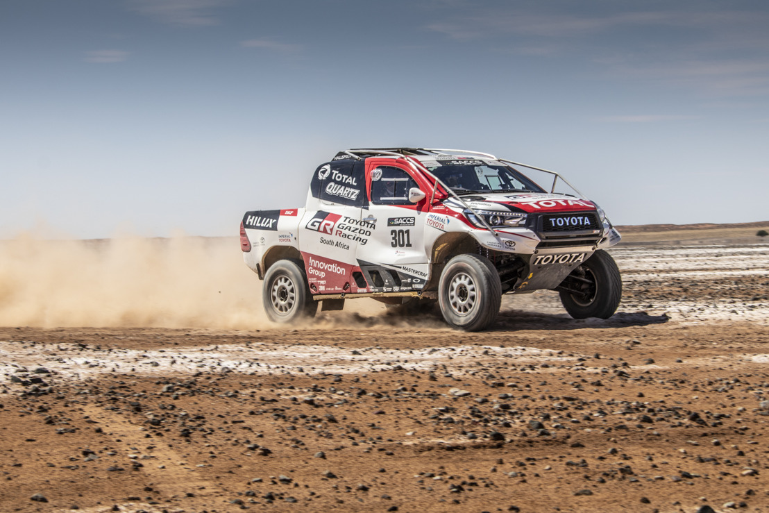 FERNANDO ALONSO TESTS DAKAR HILUX