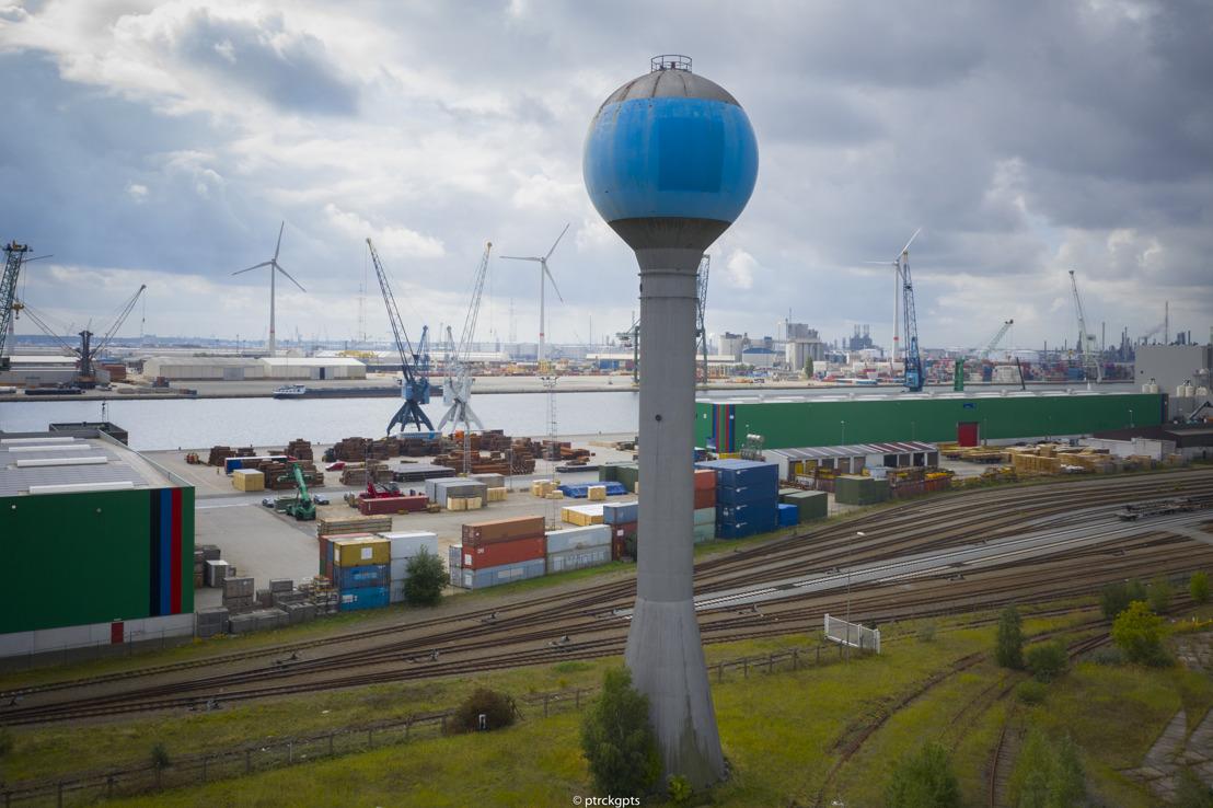 Volgende fase afbraak Opel-site in haven van Antwerpen: blauwe watertoren gesloopt