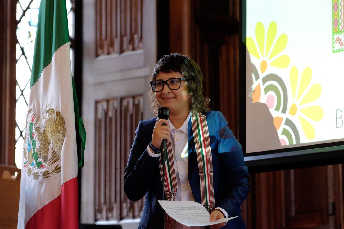 Roo, Mexicaanse ontwerpster van het Bloementapijt 2018