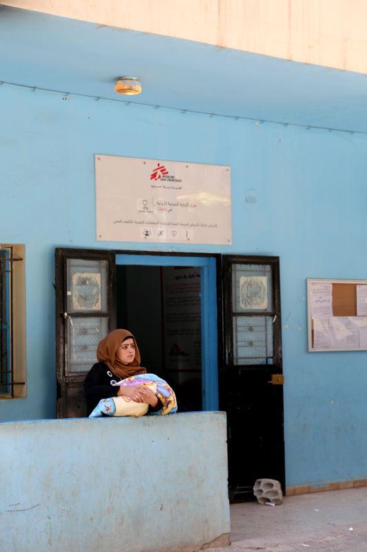 레바논에 있는 국경없는의사회 진료소에서 대기하고 있는 시리아 난민 여성.  ⓒJoosarang Lee/MSF