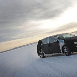 Thierry Neuville teste le premier modèle haute performance de Hyundai, la i30 N, en Suède