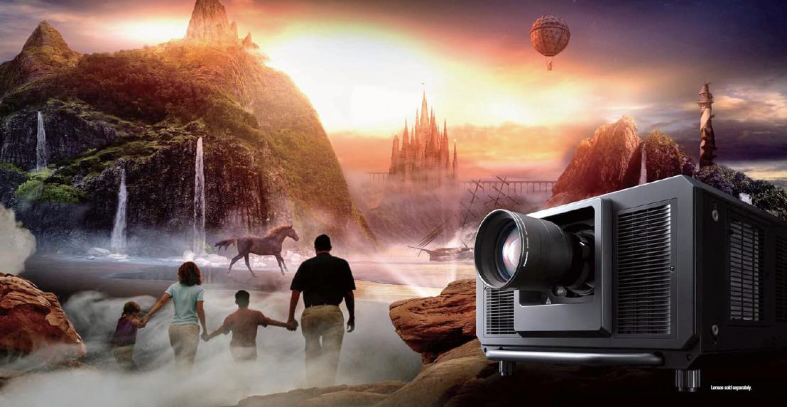 Máxima luminosidad en 4K UHD y Full HD para versátiles proyecciones de gran formato