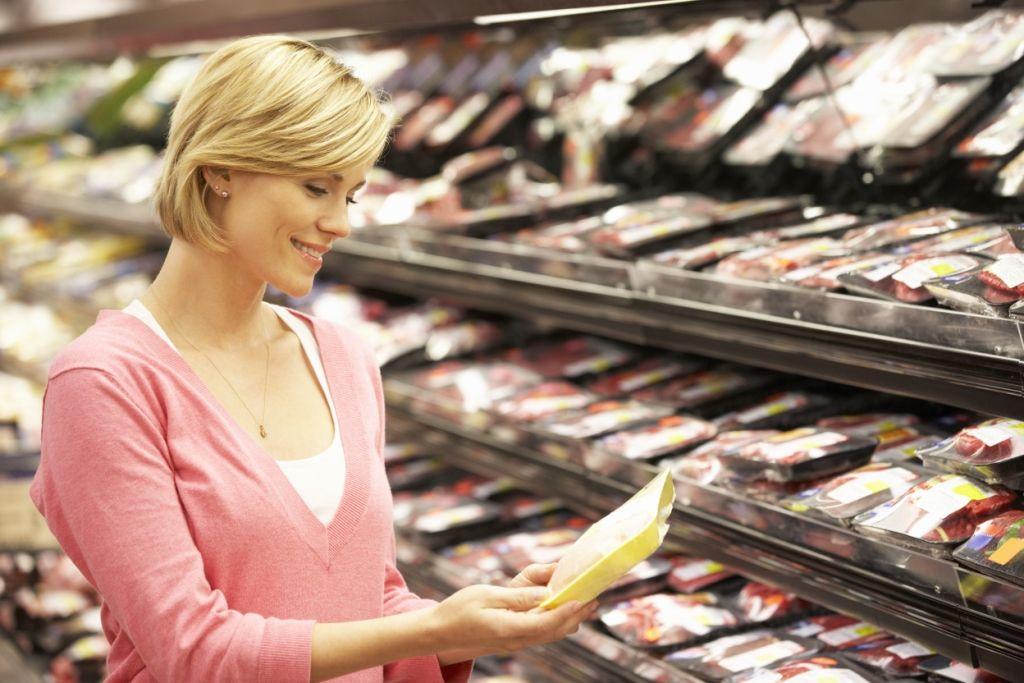 Gli italiani acquistano pollo fresco