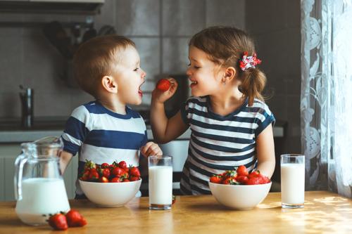 """2 supermarktinitiatieven die kinderen en jongeren gezonder doen eten maken nog kans op de """"Ik ben meer dan mijn kassaticket"""" Award"""