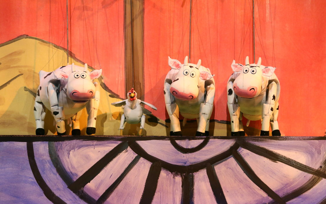 Click, Clack, Moo: Cows That Type (Photo by Center for Puppetry Arts)