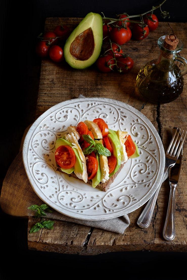 Pollo pomodori e avocado