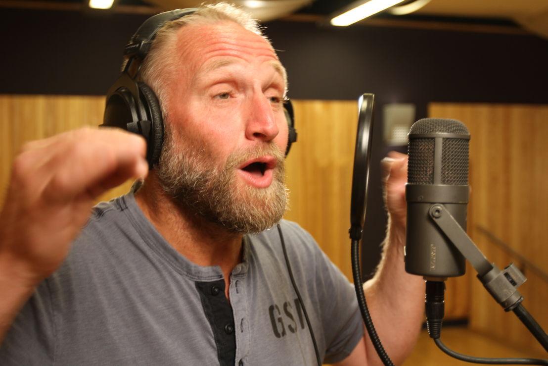 Jan Van Looveren zingt het garantielied (c) VRT