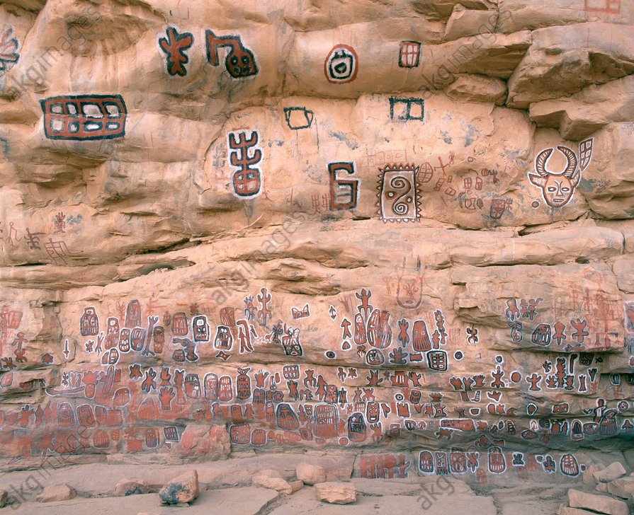 Mali, Songho, initiation site <br/>Songho (Mopti district, Mali, West Africa),<br/>Grotto (circumcision cave) (used by the Dogon as initiation site)<br/>– Partial view of the rock paintings.–<br/>Photo, undated (1990s).<br/><br/>AKG392169