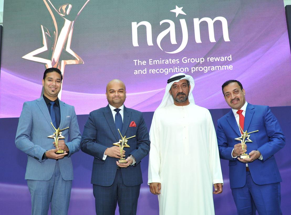 Highness Sheikh Ahmed bin Saeed Al-Maktoum (middle) with Emirates SkyCargo team (L-R) Maxie Kari, Zeeshan Haris, Shabbir Ahmed Yusuf