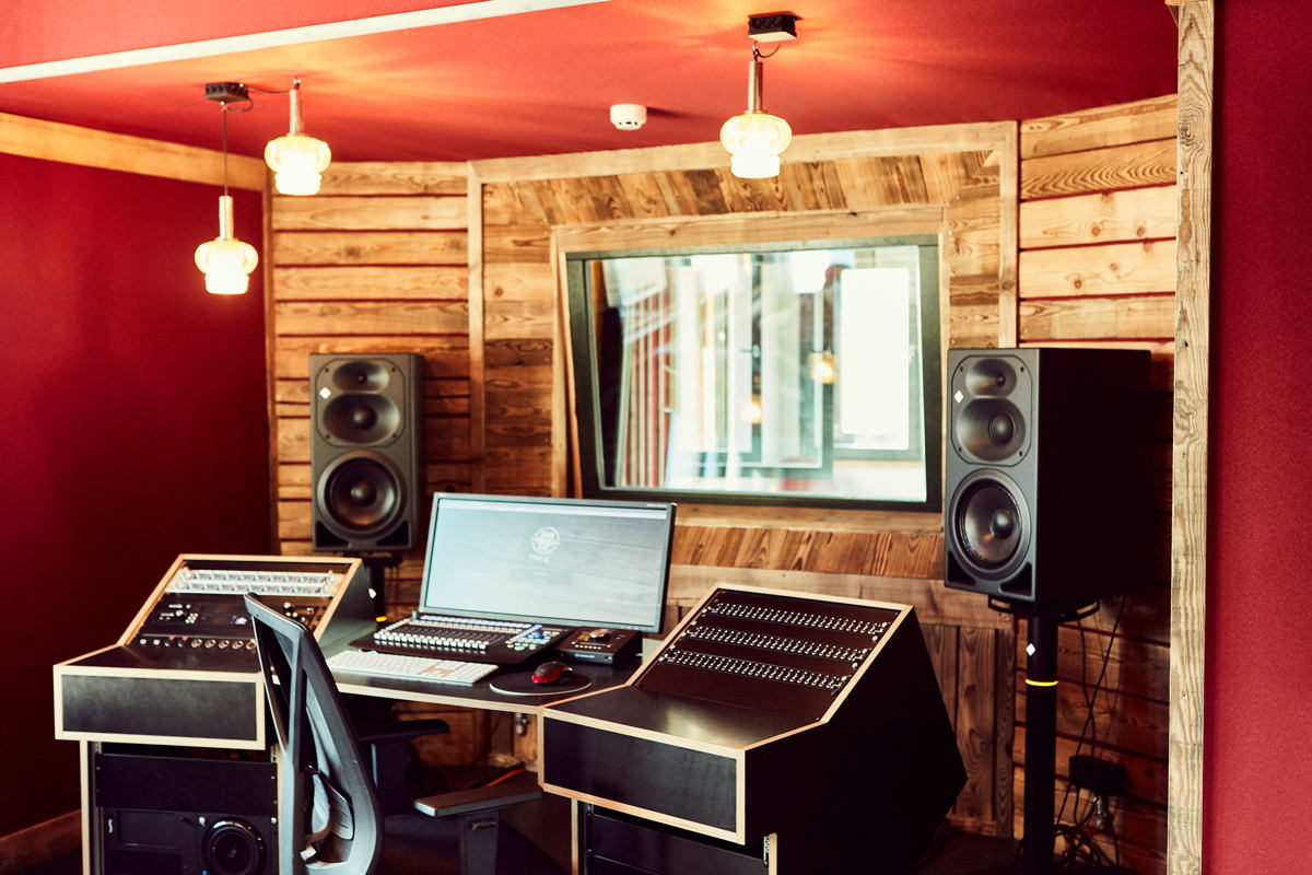 The newly constructed recording studio is at the center of a multimedia, interconnected production complex. Covering 110 m², the complex includes three recording booths and a control room with an equally large roof terrace, immediately adjacent.