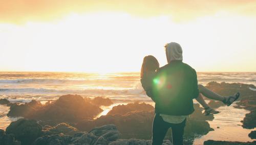 Amores de Verano serios: las usuarias de dating apps dejan de lado las relaciones casuales por algo más estable