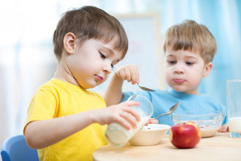 01_ Bambini colazione