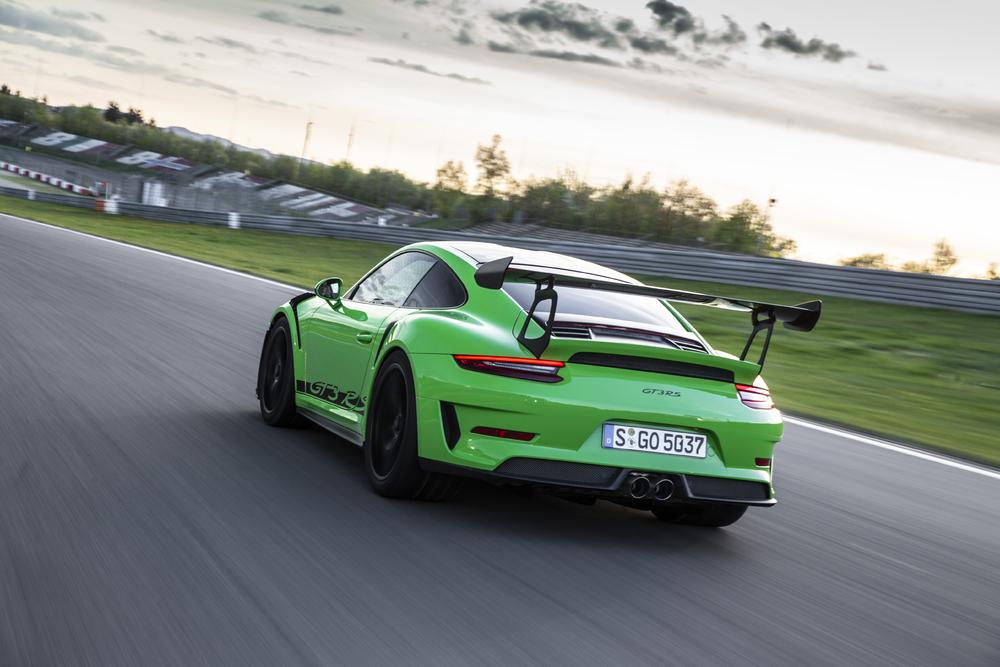 911 GT3 RS con paquete Weissach (Verde Lagarto)