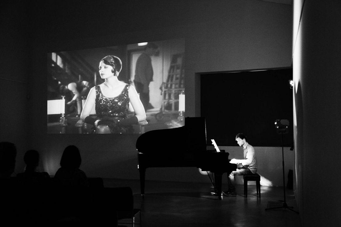 Pianobegeleiding bij de film The Artist door Niels Hellemans @M-idzomer Leuven