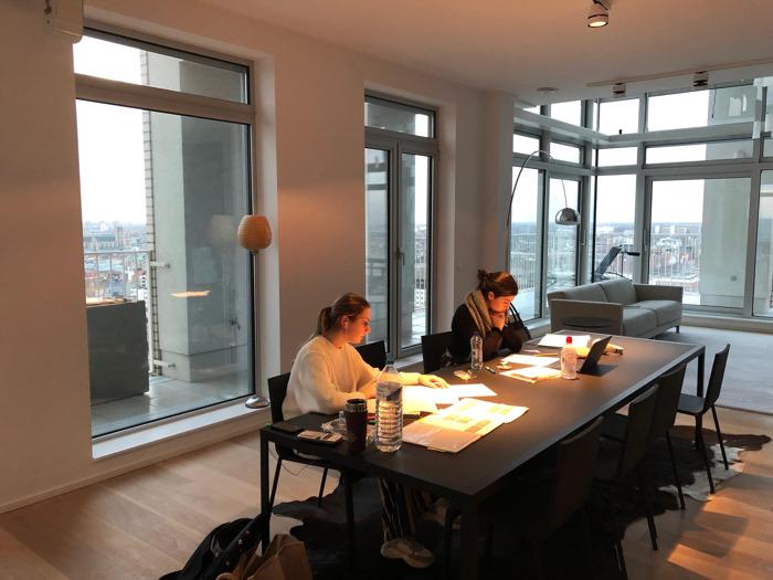 Studeren met je hoofd in de wolken: dit luxueuze penthouse is tijdelijk blokparadijs
