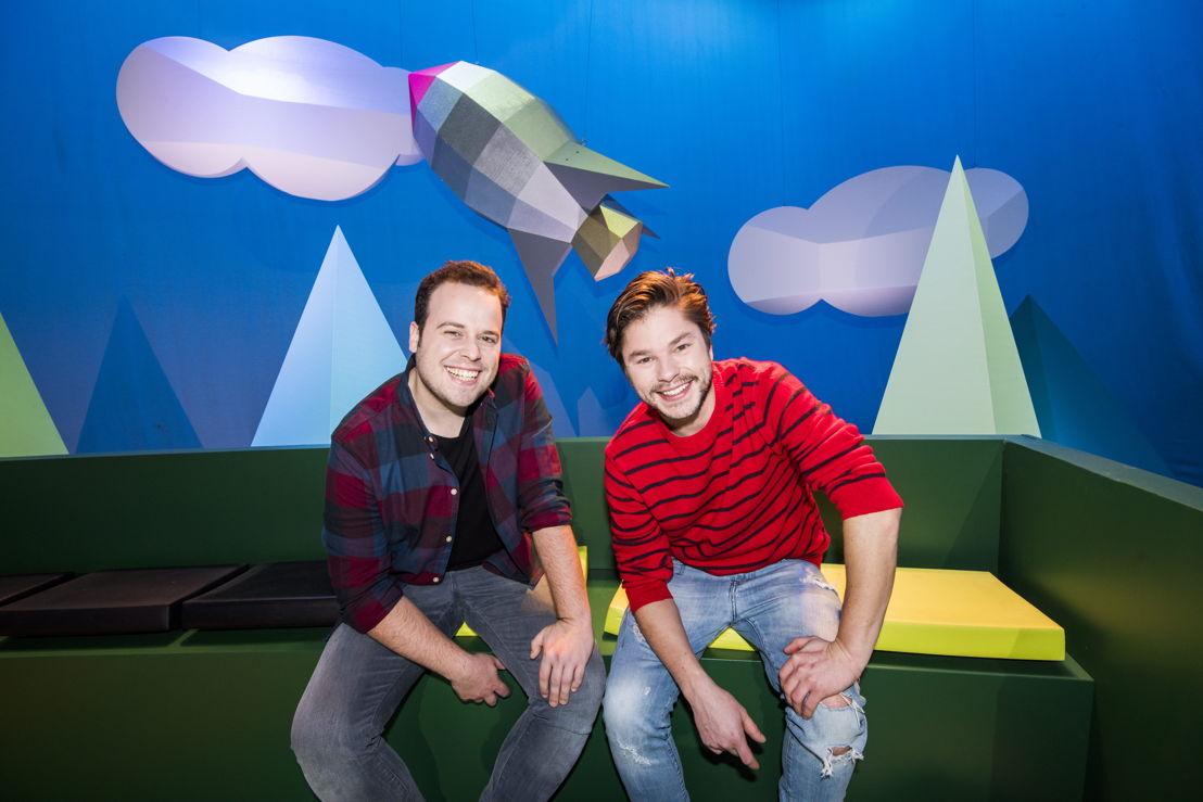 Een gat in de lucht - Sander Gillis en Leonard Muylle  - (c) VRT / Alex Vanhee