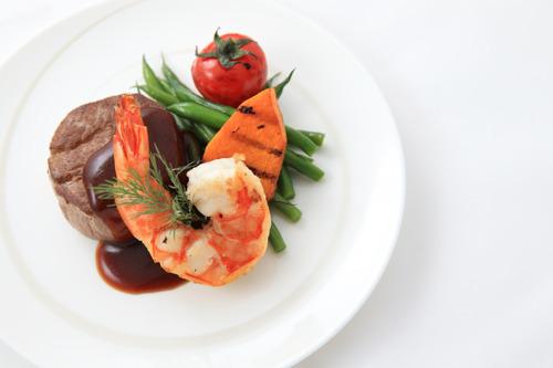 Dragonair renews inflight menu partnership with fine-dining restaurant Hugo's