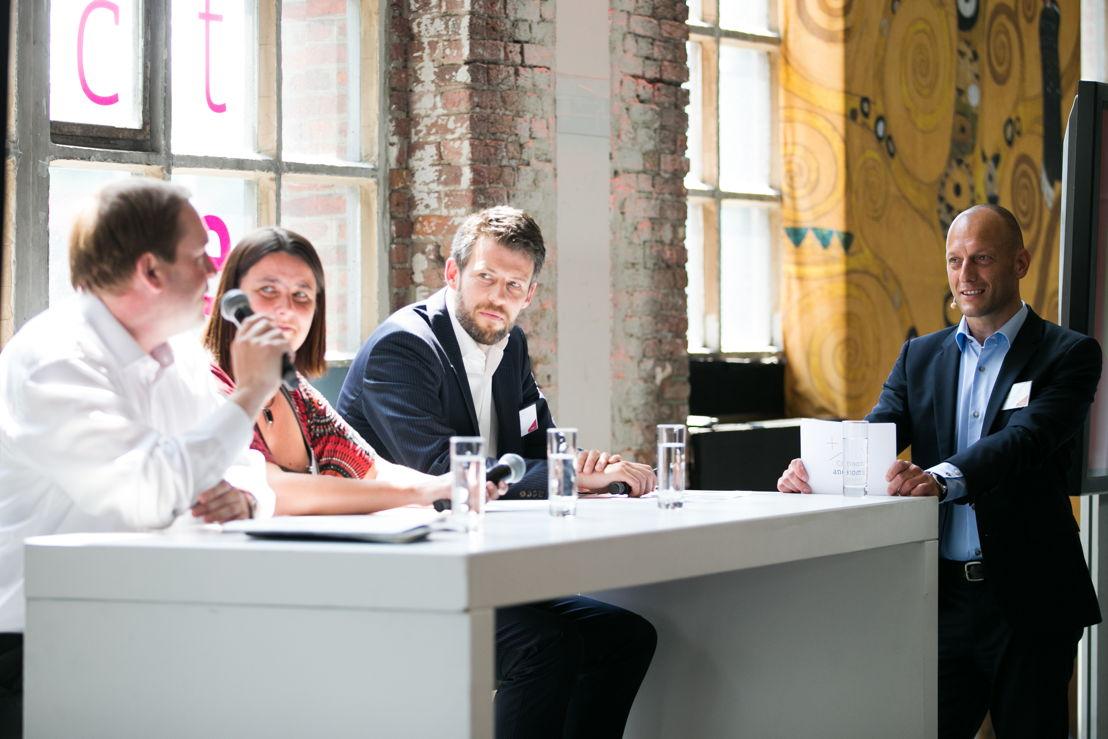 Guy Elewaut, marketingdirecteur Colruyt, Liesbeth Van Impe, hoofdredactrice Het Nieuwsblad, Balder D'hondt, marketingdirecteur Volvo Cars Belux en Patrick Boon, national sales director Mediahuis Connect
