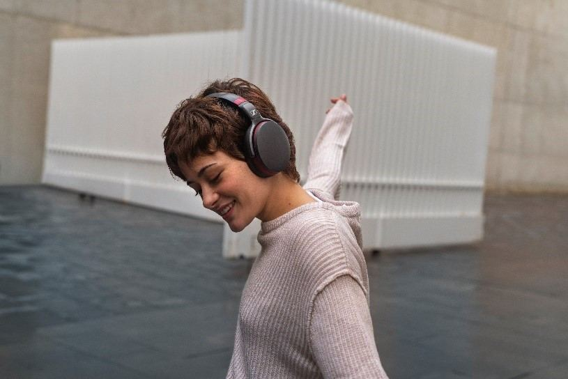 Using the Sennheiser Smart Control App, the HD 458BT can be tailored to offer a truly personal listening experience