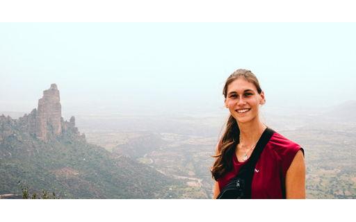 Aline combineert het labo met sociaal engagement