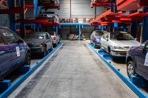 Stad verkoopt 54 voertuigen