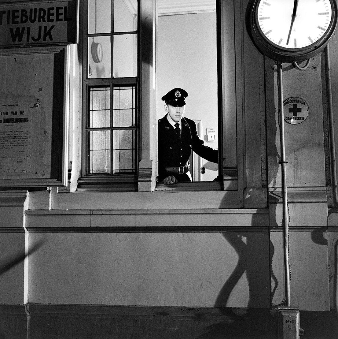 Collectie In Transit - Filip J. Tas (BE, 1911-1997), 1 van 12 filmstills uit La nuit des traqués van Bernard Rollin (FR), 1959, Moderne afdruk naar gedigitaliseerde negatieven uit het fonds Filip Tas (2018), inkjetprints