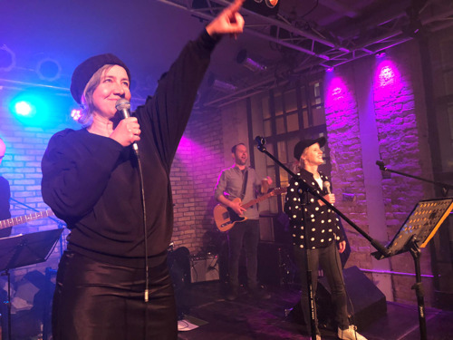 Thomas and the Mores treedt weer op