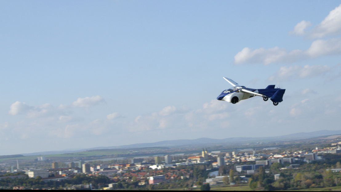 AeroMobil 3.0 first flight over the city