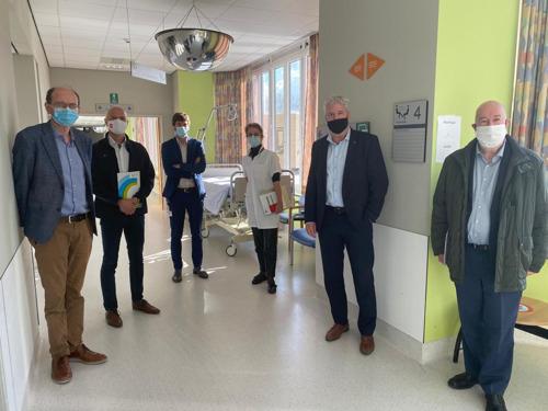 Gouverneur Jan Spooren bezoekt ziekenhuis van Halle