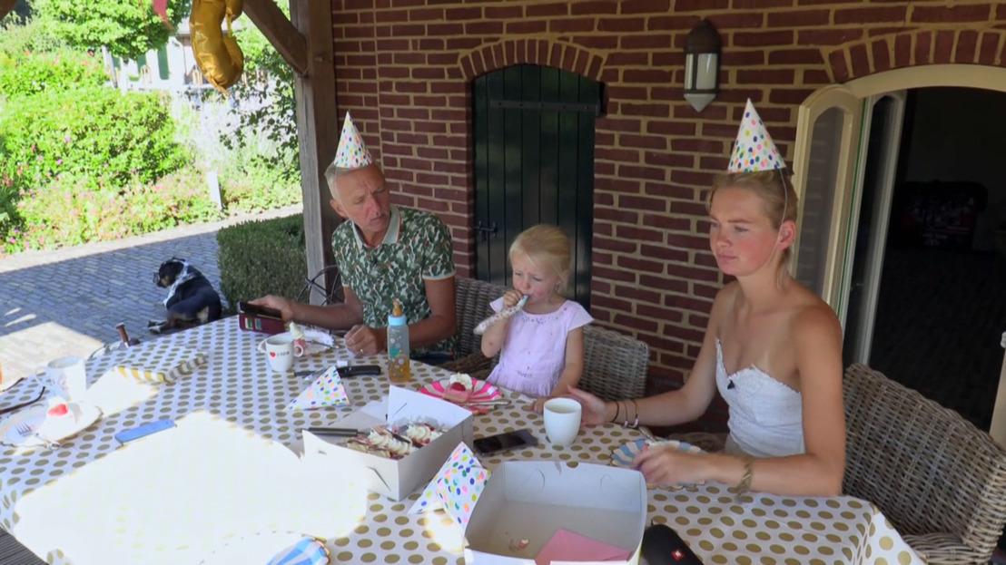 Frikandellen, feest en een jarige Claire in Chateau Meiland