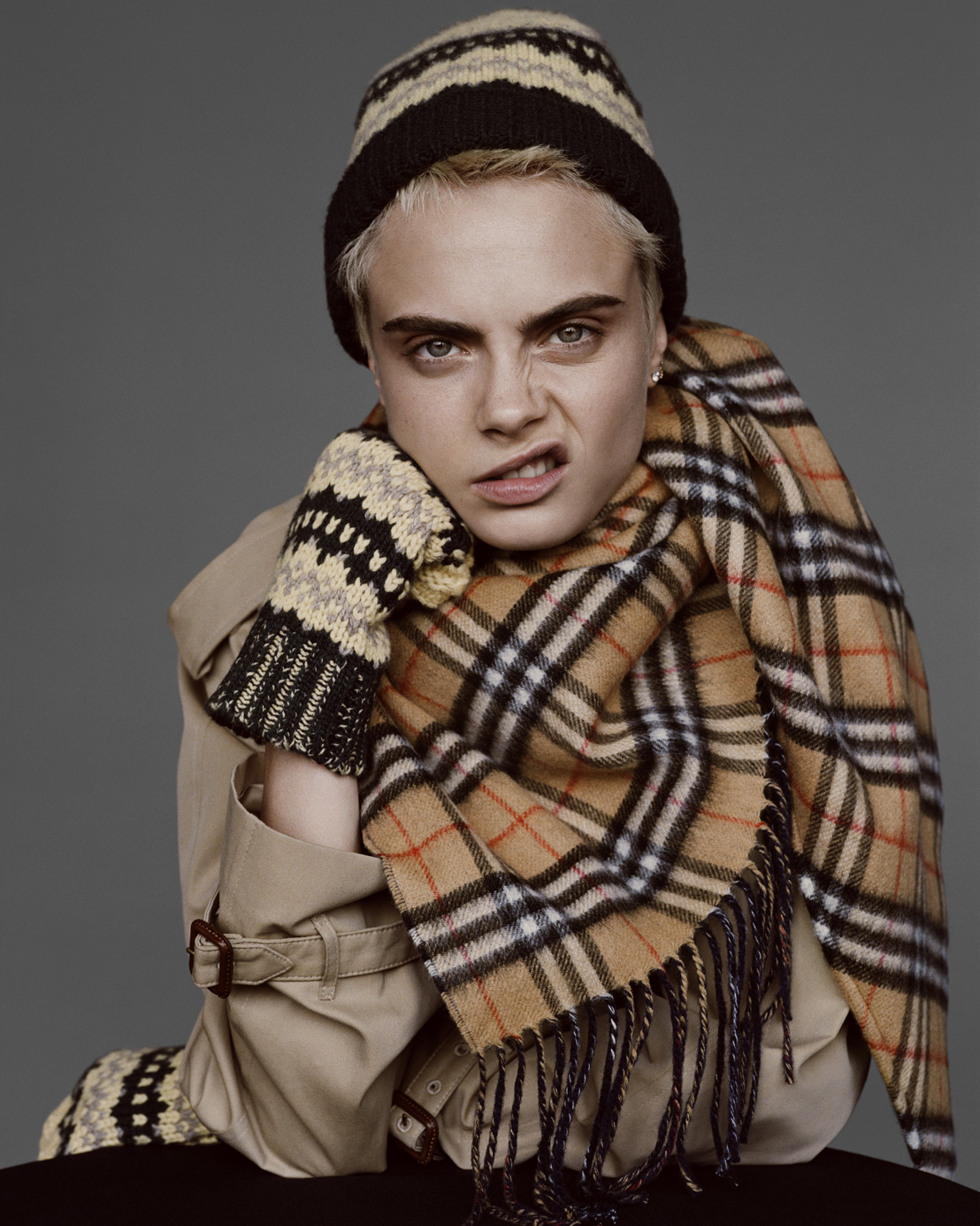 CARA DELEVINGNE Y MATT SMITH PROTAGONIZAN LA CAMPAÑA FALL WINTER 2017 DE BURBERRY