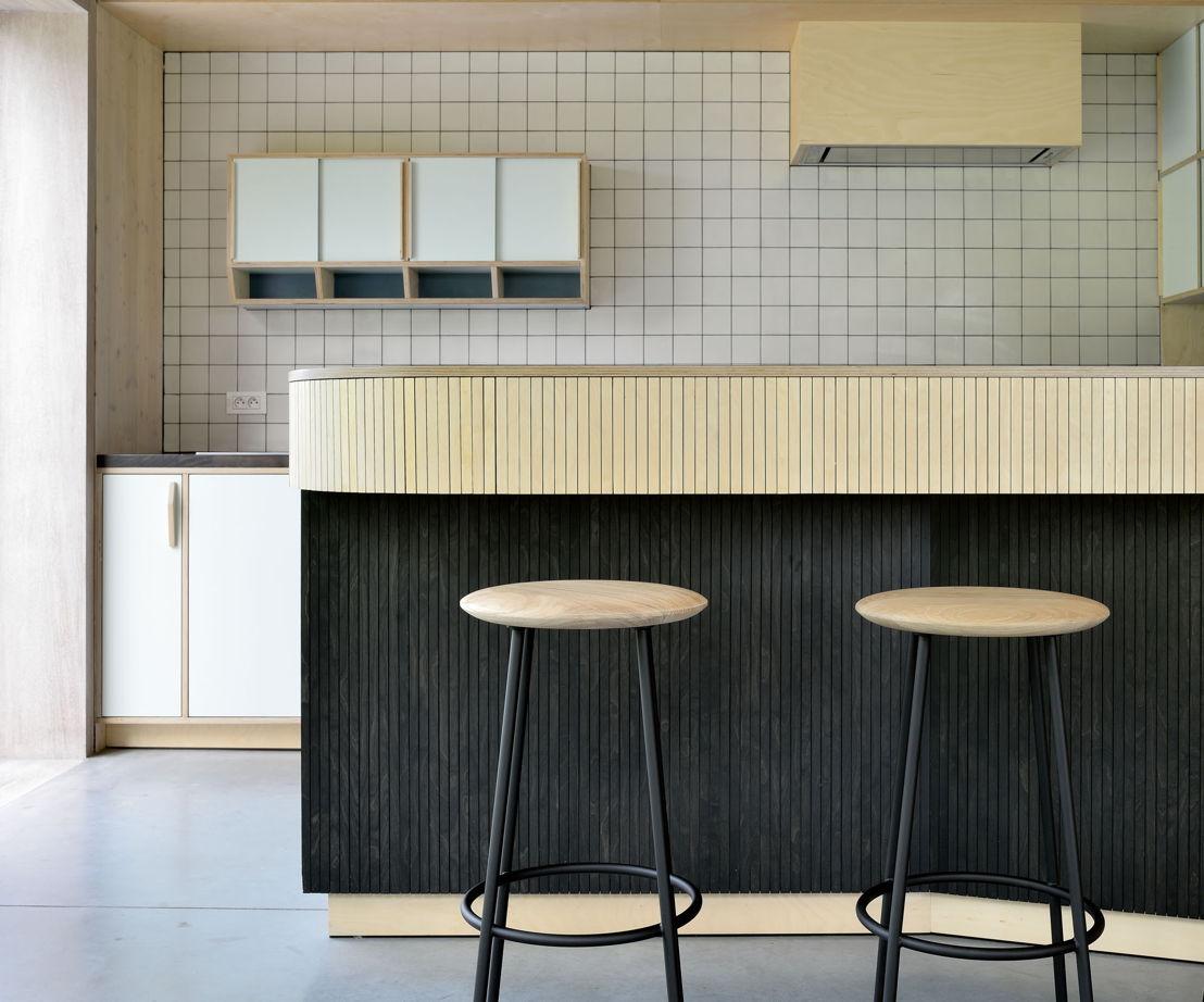 50154 Oak Baretto stool