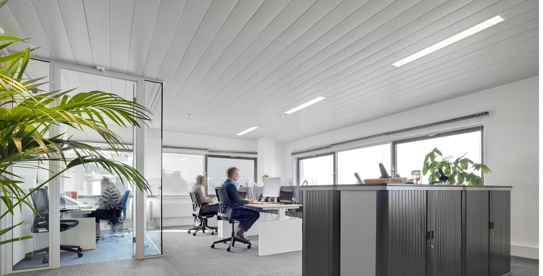 Interalu, producteur belge de plafonds (rayonnants) métalliques, fête son 45e anniversaire