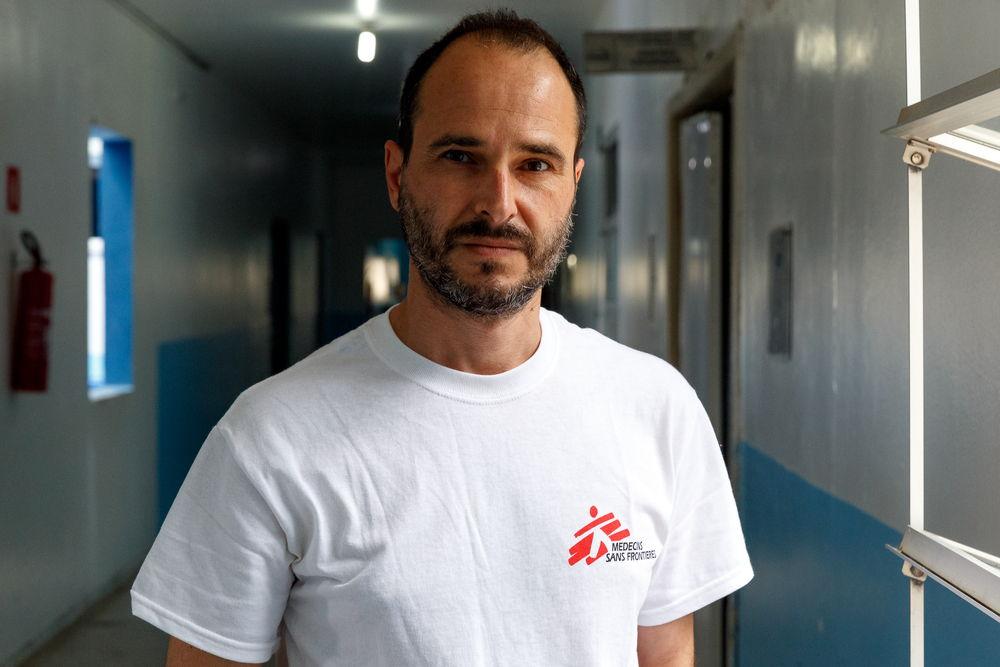 El Dr. Christos Christou, presidente Internacional de MSF, en un proyecto de emergencia por el coronavirus de la organización en  Rondônia, Brasil.  © Diego Baravelli