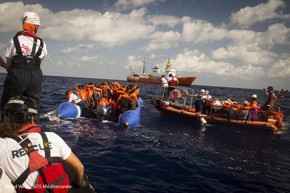 Méditerranée : plusieurs personnes portées disparues après qu'un canot pneumatique ait chaviré, 600 ont pu être secourues.