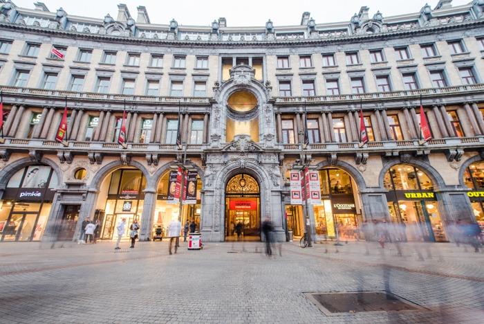 Bekende sneakerwinkel Snipes opent eerste vestiging in België