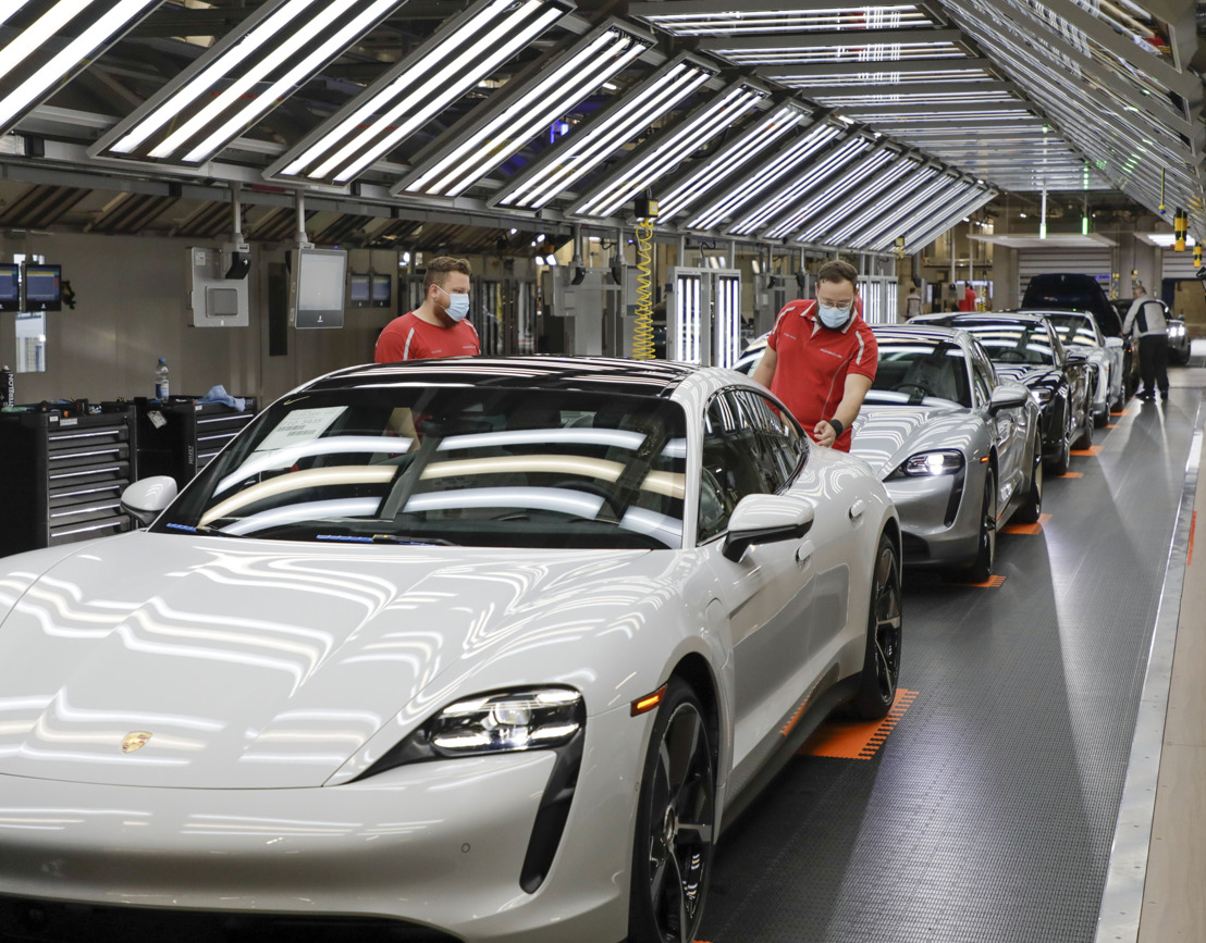 Porsche calls for suppliers to switch to green energy