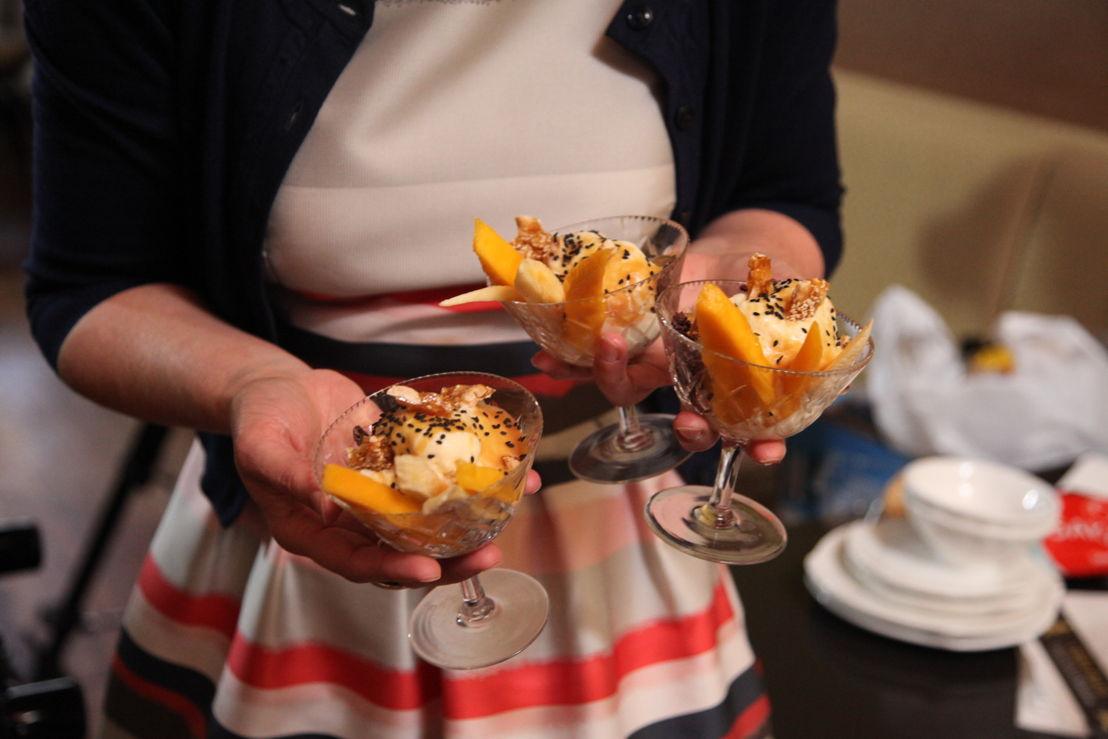 Annabel Crabb serves up dessert