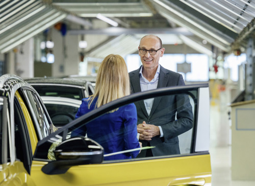 Volkswagen steps up electric offensive: Series production of ID.4 begins in Zwickau