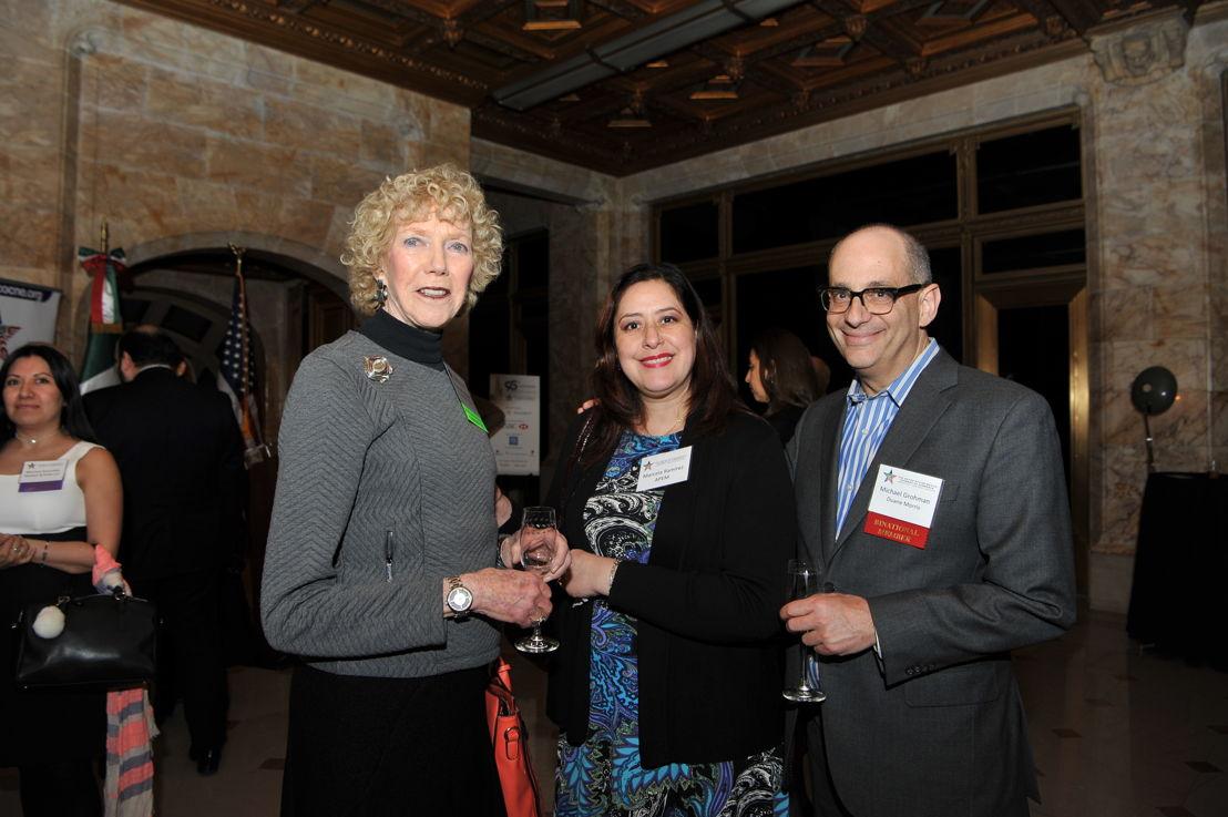 Rosemary Werret, Directora de Desarrollo de Negocios en Observatory Group, Marcela Ramirez, Consultora Financiera en APEM), y Michael Grohman, Socio de Duane Morris LLP