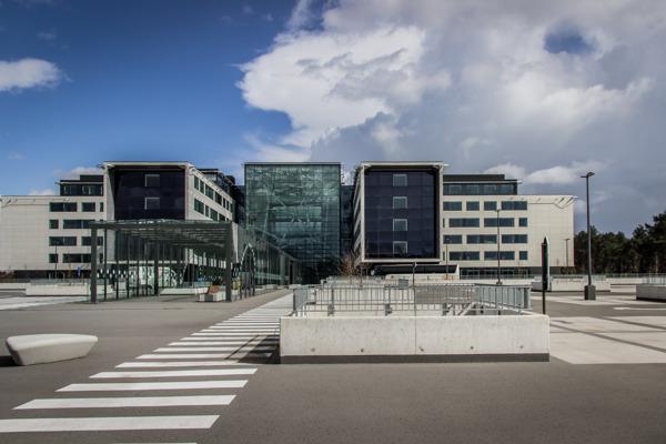 Het nieuwe ziekenhuis AZ Alma in Eeklo is vlot bereikbaar met de bussen van De Lijn. (c) Joeri Van Ootegem
