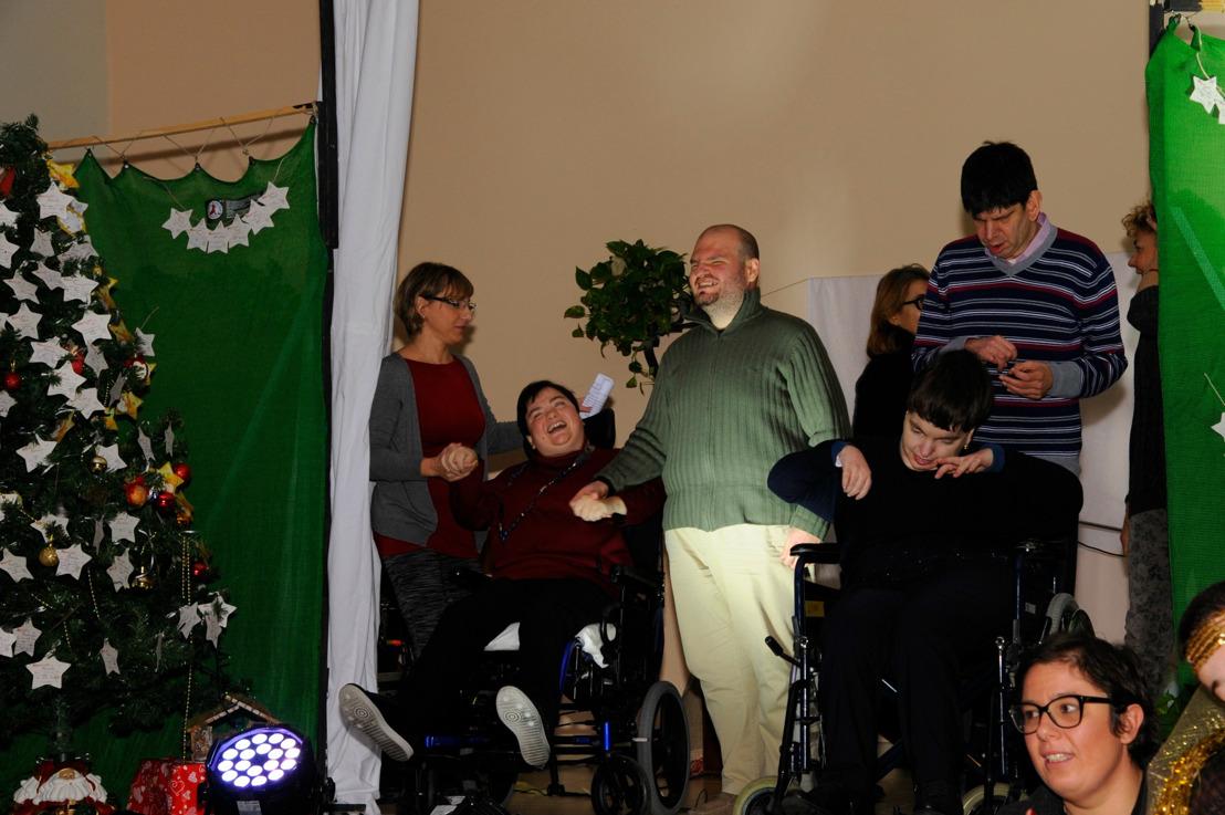 Lega del Filo d'Oro: una grande famiglia riunita per festeggiare il Natale e 52 anni di attività al fianco delle persone sordocieche e pluriminorate psicosensoriali.