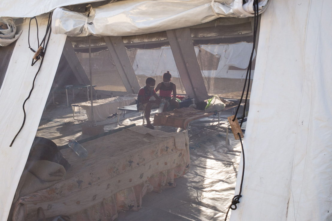 Patients affected by the plague are quarantined and housed in tents (provided by UNICEF). Patients are forbidden to go out at the risk of infecting others in their environment. (c) RIJASOLO / Médecins Sans Frontières