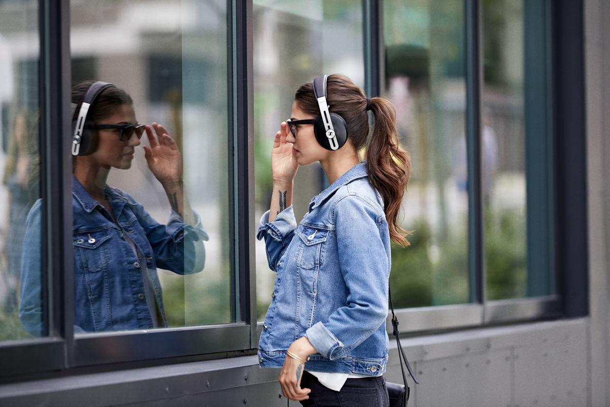 新款MOMENTUM無線耳機具有三種ANC模式和一個透明聽力功能,能夠適應各種環境。