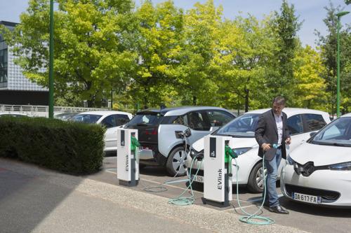 Schneider Electric parie sur une flotte de voitures 100% écologiques