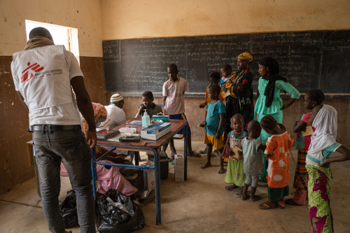 MALI: MSF & MoH teams vaccinate over 50,000 children against measles in tense Timbuktu