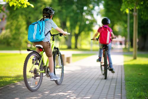 À vélo sur le chemin de l'école